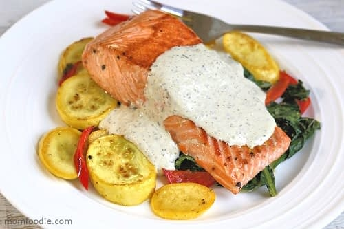 keto salmon with yogurt sauce